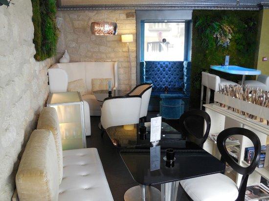 Hotel Eiffel Trocadero : Bar à l'entrée