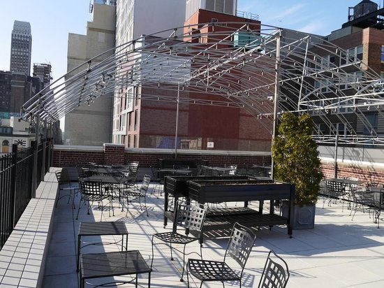 Hotel Metro: rooftop bar area open in Summer