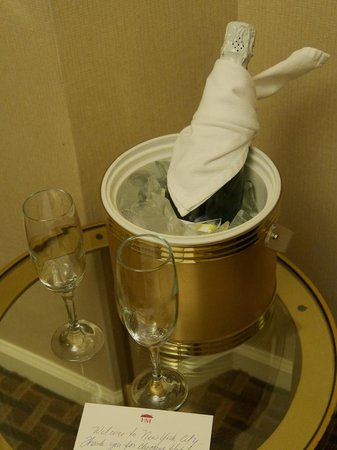 Hotel Metro: bubbly on arrival