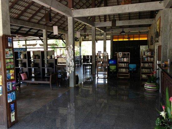 Chaw Ka Cher Tropicana Lanta Resort: Reception area