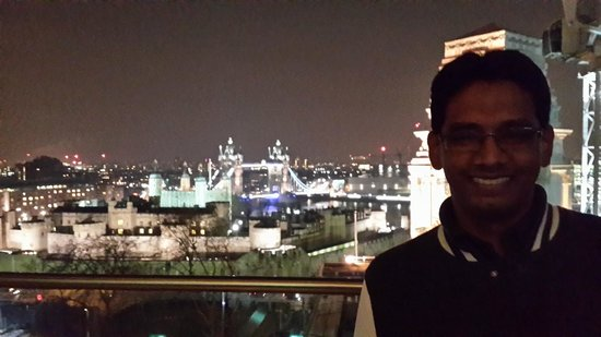 DoubleTree by Hilton Hotel London -Tower of London: View from the terrace lounge bar
