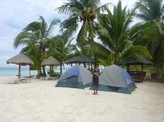 Beach Placid Resort, Restaurant and Bar: Two tents on the beach