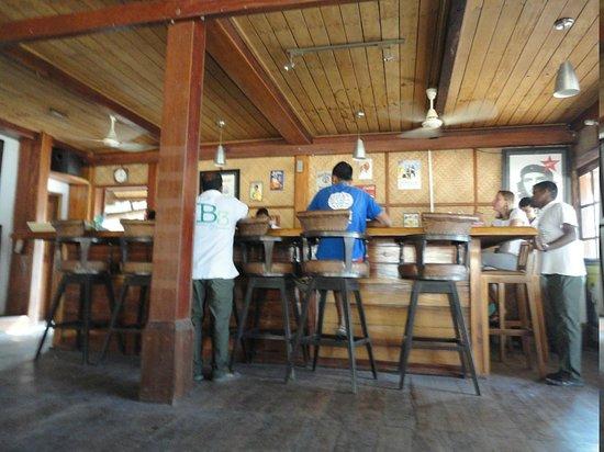 Barefoot Bar & Brasserie: The bar