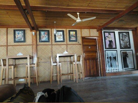 Barefoot Bar & Brasserie: Inner lounge area