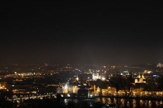 Nebozizek: Вид из окна отеля вечером