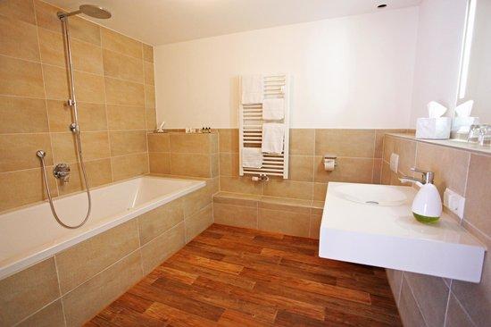 Rainhof Scheune: Badezimmer Rocco Suite