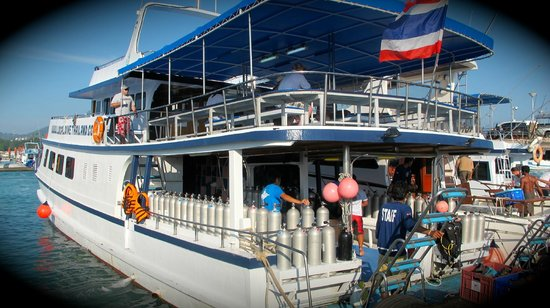 Local Dive Thailand: comfortable dive deck and lots of spaces