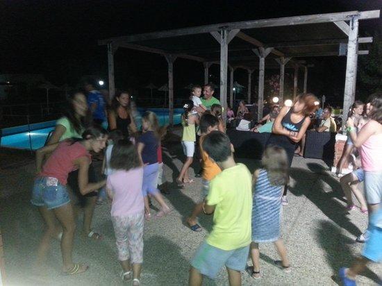 Ionian Beach: Χοροί και γλέντια