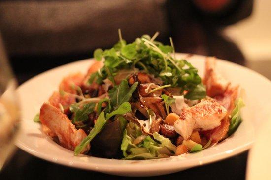 Restaurant Luv : Big salad, Luv American salad
