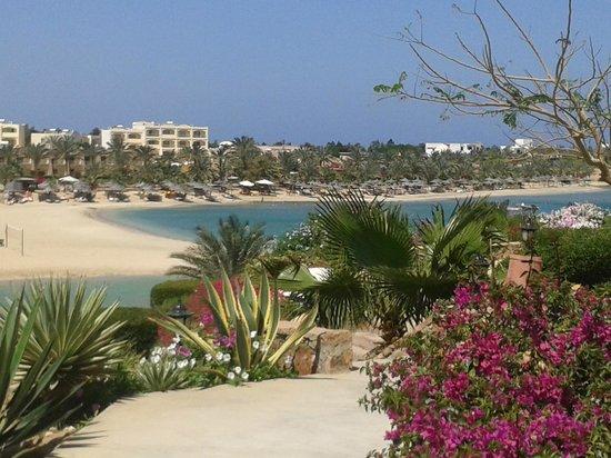 Brayka Bay Reef Resort: spiaggia