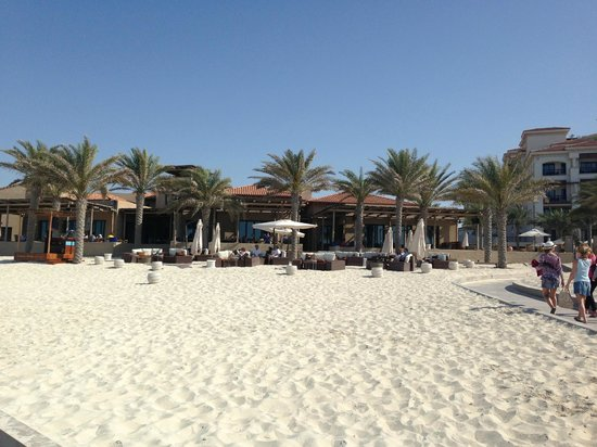 The St. Regis Saadiyat Island Resort : Bar on the beach