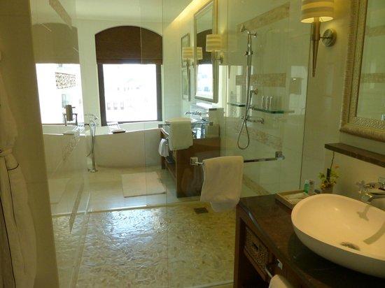 The St. Regis Saadiyat Island Resort: Bathroom