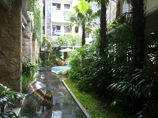 Manggar Indonesia Hotel & Residence: ground area, the pool and hotel rooms