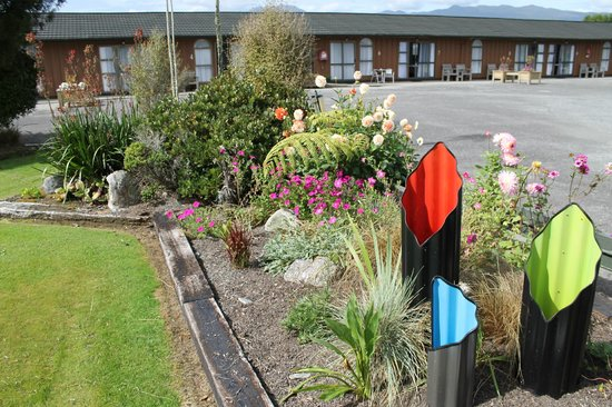 Buller Bridge Motel: Gardens
