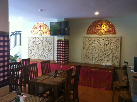 Manggar Indonesia Hotel & Residence: wall of restaurant