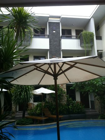 Manggar Indonesia Hotel & Residence: rooms on the upper floors with balcony
