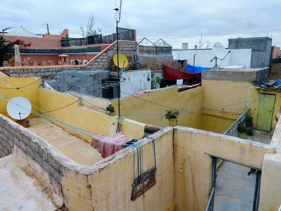Riad Itrane : Life of the medina from the rooftop terrace