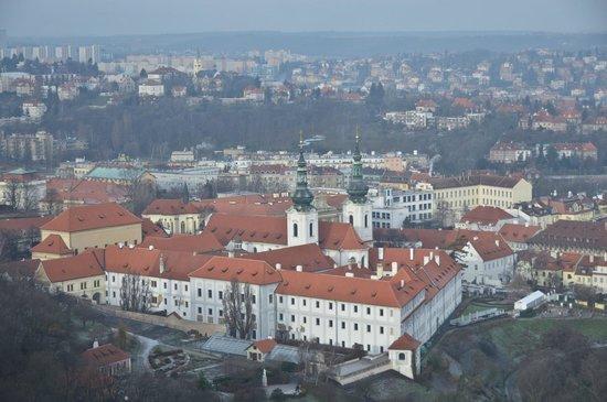 Petrin Tower (Rozhledna) : Вид с башни на Страговский монастырь