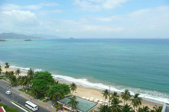 Sheraton Nha Trang Hotel and Spa: Beach