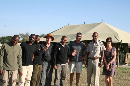 Nieleze Serengeti Camp : Staff and guests