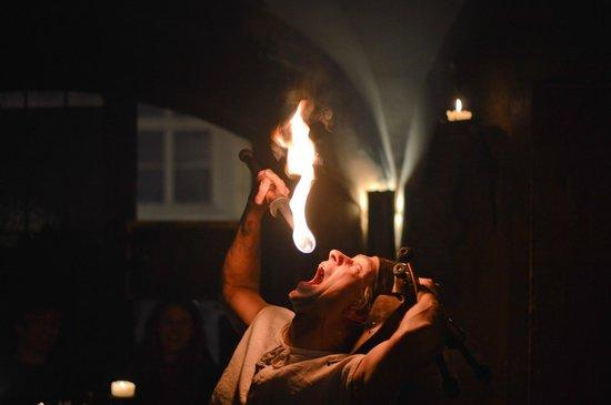 Tavern U Krale Brabantskeho: Шоу
