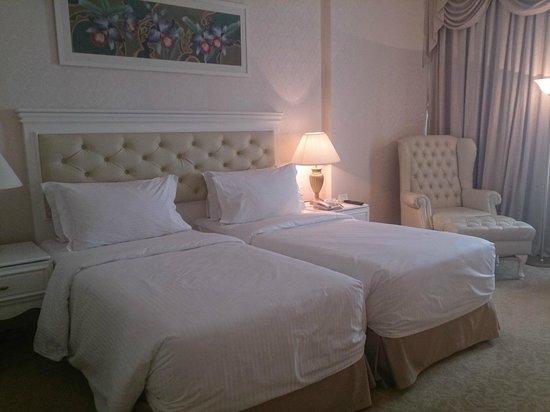 Royale Chulan Damansara: nice bed