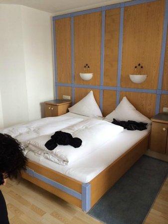 hotel garni das zentrum schone slaapkamer met ruim zitje dat hier helaas niet zichtbaar