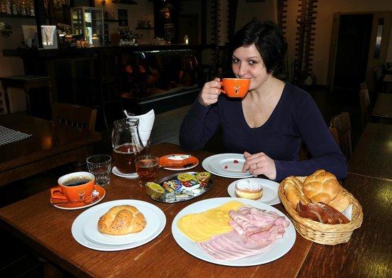 Perla Jizery Hotel: Breakfast