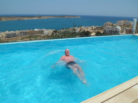 Panorama Hotel: Panorama Pool with a view