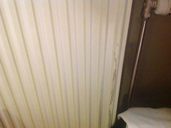 Hotell E-10: Elementen var mycket smutsiga, oftast en indikator på den övergripande renligheten på rummet
