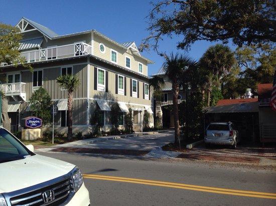 Hampton Inn New Smyrna Beach: From across the street!