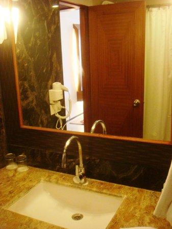 Accord Highland Hotel Ooty: Bathroom