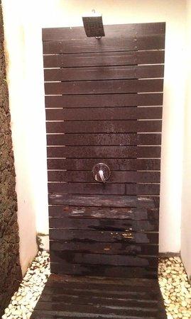 Gino Feruci Villa Lovina: rotten wood in shower
