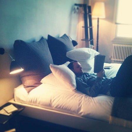 The Crown Inn: huge amazing massive comfy bed (room 12)