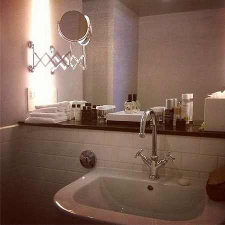 The Crown Inn: gorgeous bathroom + 'white company' toiletries (room 12)