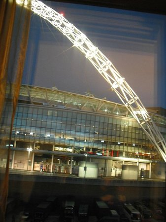 Hilton London Wembley: Wembley Stadium Arch from our room.