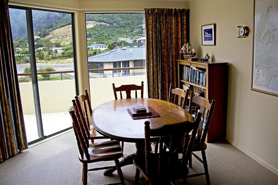 Apartments On The Waterfront Picton: Dining area