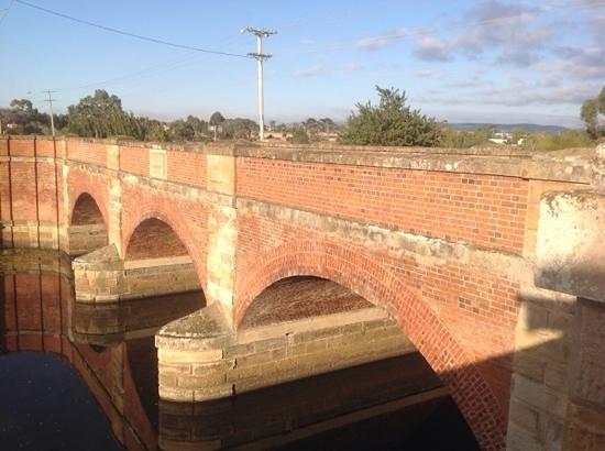 Red Bridge Cafe & Providore: near the historic red bridge