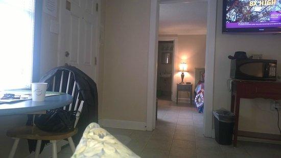 The Inn at River Oaks: Inside of Suite 12