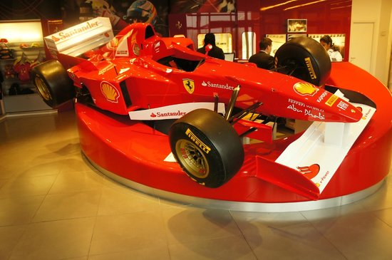 Hotel Maranello Village : Reception area with the F1 car model