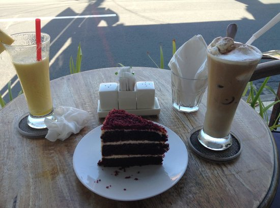 The Coffee House: Red Velvet Cake, Ice Cappuccino, Pineapple Juice