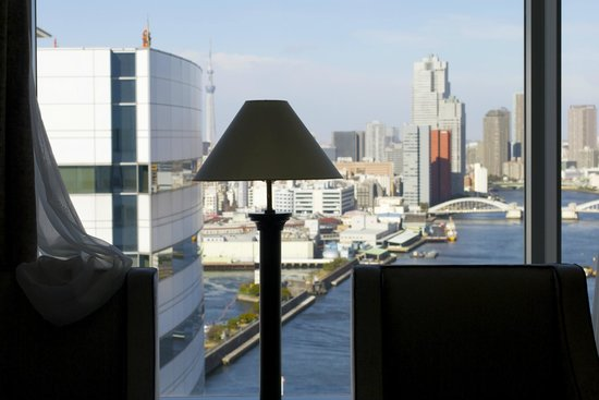 InterContinental Hotel Tokyo Bay : View of the river and the Sky Tree