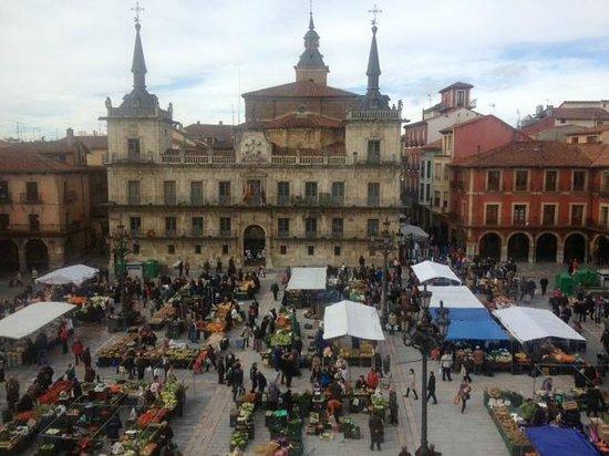 NH Collection León Plaza Mayor: Vistas el sábado por la mañana desde la habitación