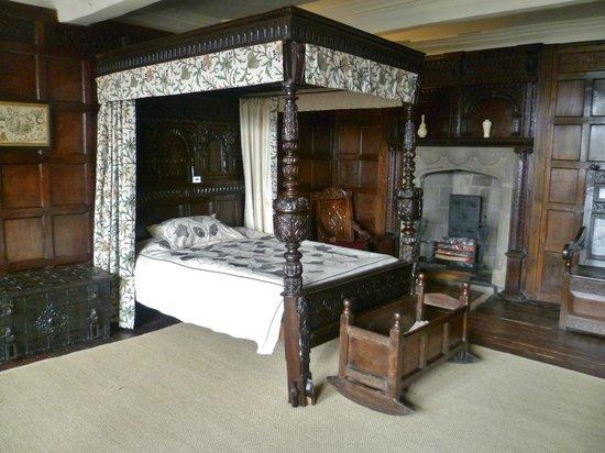 East Riddlesden Hall : bedroom