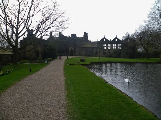 East Riddlesden Hall, National Trust : path to house