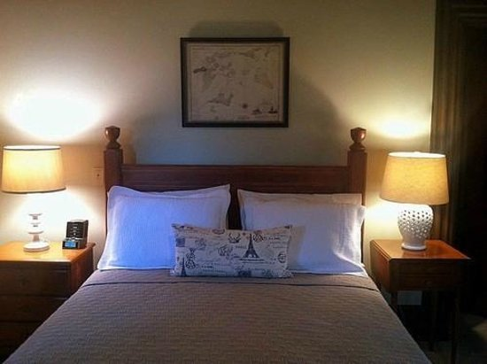 Marblehead Inn: Queen Room  7