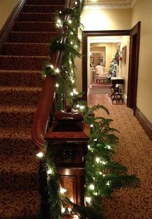 Marblehead Inn: Hall Foyer Christmas
