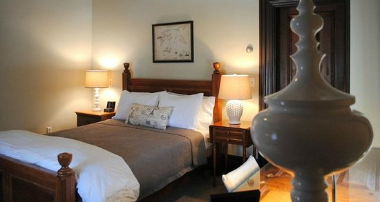 Marblehead Inn: Queen Room  7