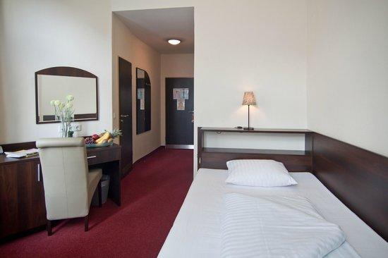 Novum Hotel Eleazar Hamburg City Center: Queensize Zimmer