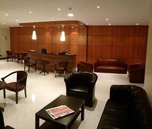 Lamar Suites Hotel : البهو / the lobby